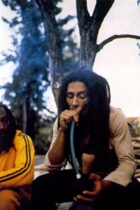 bob-marley-smoking-pot-7ftcixfl