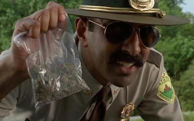 092313-cop-sells-weed-from-car_01